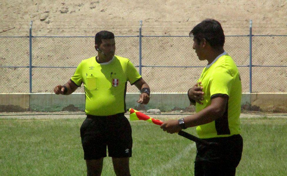 El árbitro Manuel Contreras recibió un golpe del capitán de Ajax FC en la Liga de Pocollay.