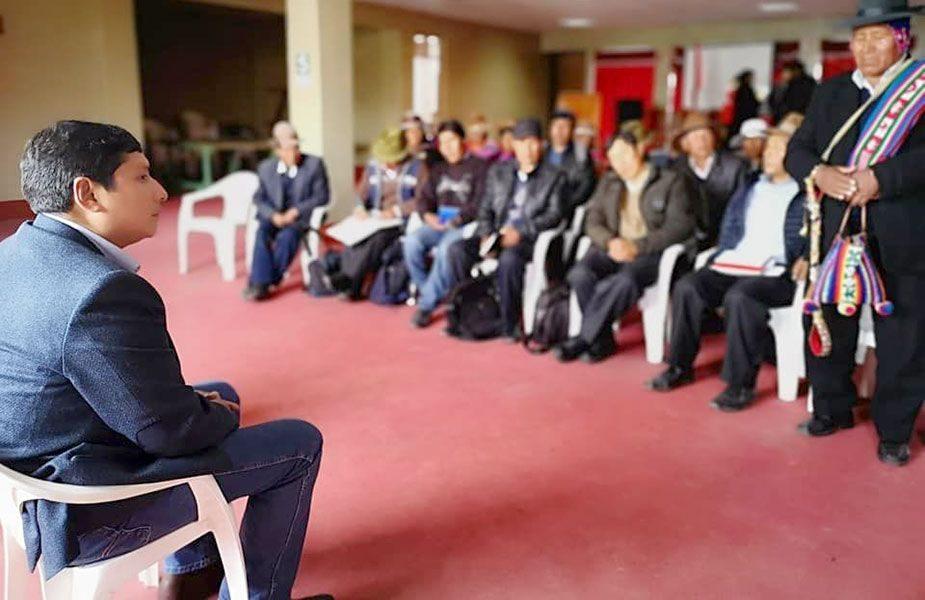 Reunión en Huancané.