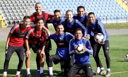 Los futbolistas de Cristal se mostraron ilusionados con su debut en el torneo.
