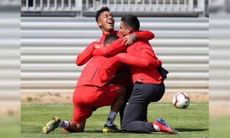 Perú quebró una mala racha de tres partidos sin conocer la victoria. Paraguay pagó los platos rotos.