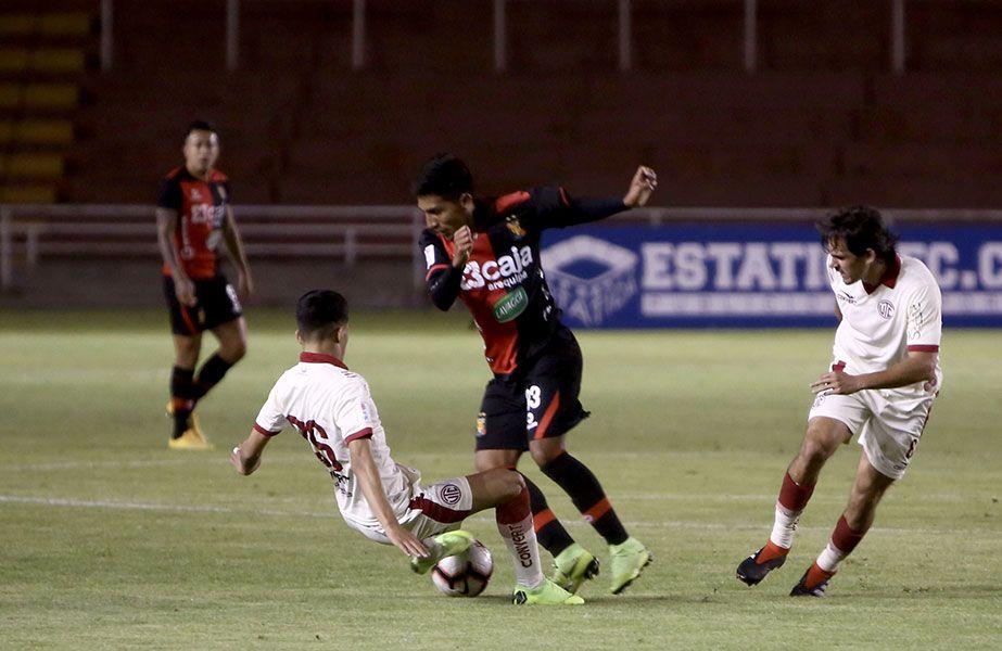 Los rojinegros no supieron aprovechar su dominio y se dejaron empatar al final del partido, tras un infantil penal cometido por Jhon Narváez