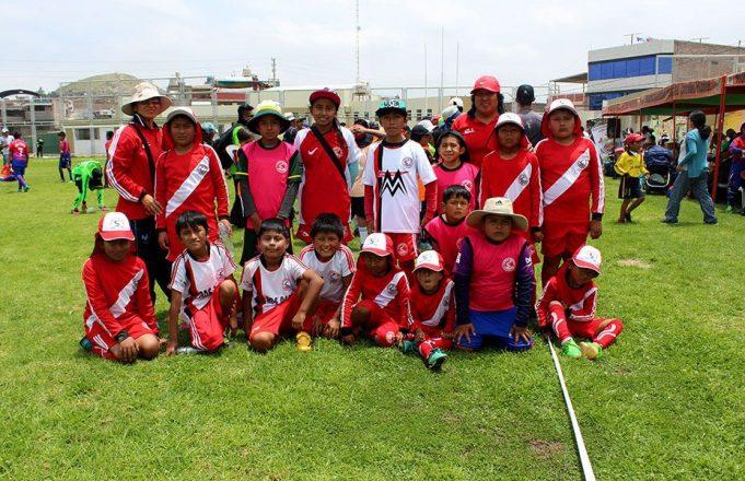 ADE Perú con jóvenes promesas del fútbol en Hunter.