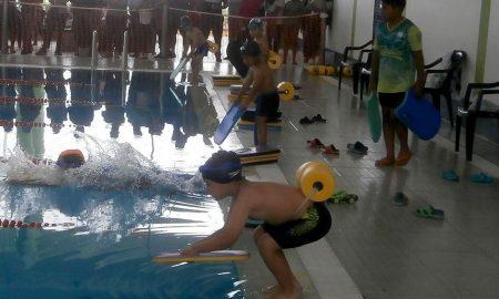 Encuentro acuático con pequeños que muestran mucho talento para la natación