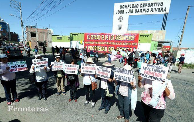 Con pancartas en mano rechazaron el desalojo.