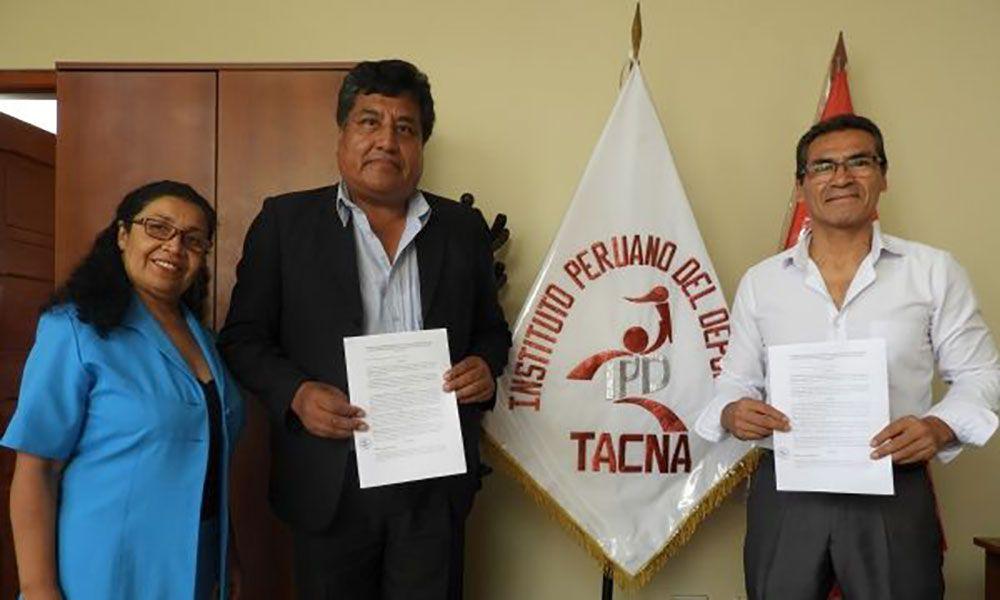 Firma de convenio beneficiará a deportistas locales.