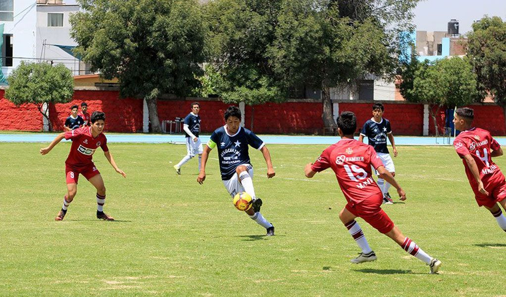 Dos partidos se jugarán hoy en el estadio Umacollo, en el Cercado.
