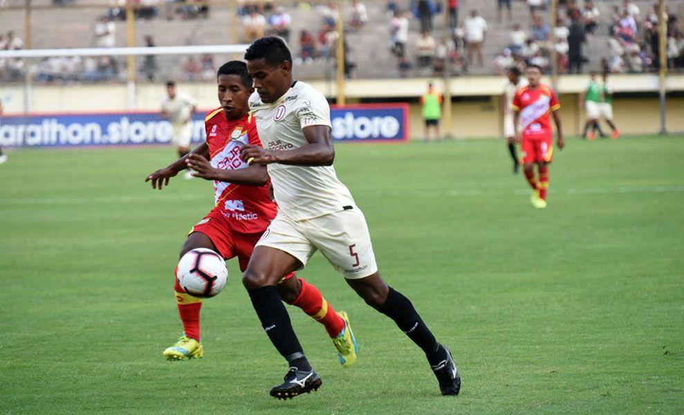 Universitario empata, con gol de penal, a Sport Huancayo