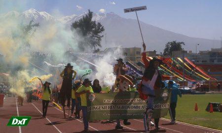 Masiva fue la inauguración de los Juegos Cachimbos de la Universidad Católica Santa María en el estadio Melgar