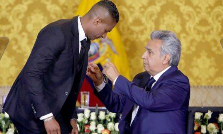 Gobierno de Ecuador homenajea a Valencia tras su salida del Manchester United