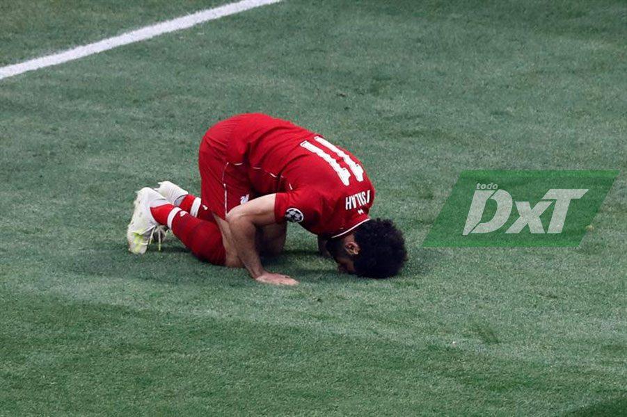 Salah adelanta al Liverpool de penal en el minuto 2 (0-1)