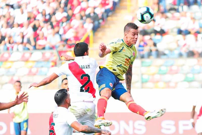 Colombia vence a Perú por 3-0 en amistoso