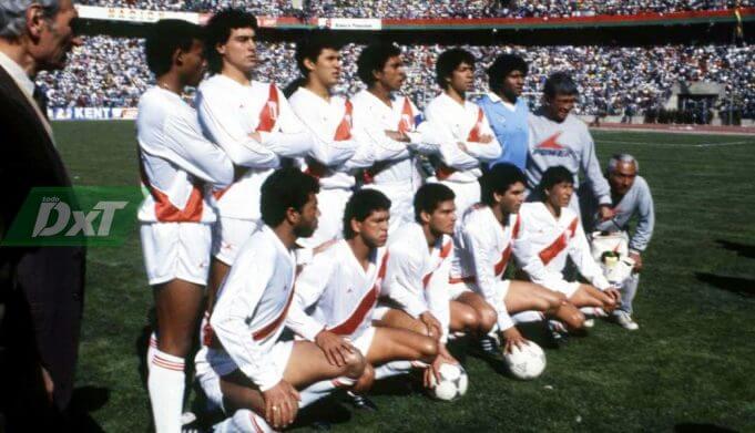 Requena jugó las copas América de 1983, 1987 y 1989.