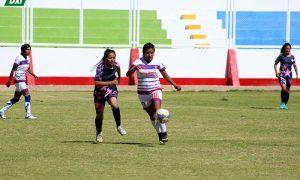 LUCHADO. Dos lideran el torneo Clausura de fútbol femenino