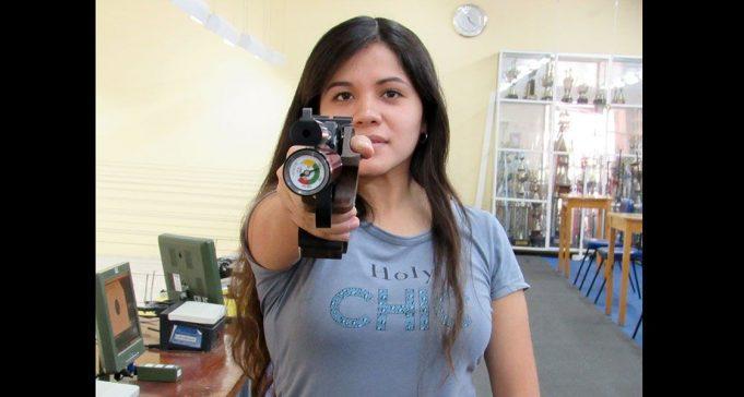 Annia Becerra: En el 2015 comenzó la práctica del tiro en pistola. Es socia del Internacional.