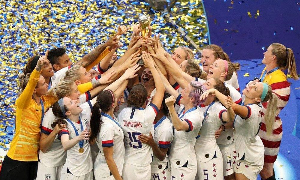 Estados Unidos gana 2-0 a Holanda y alza título en Francia