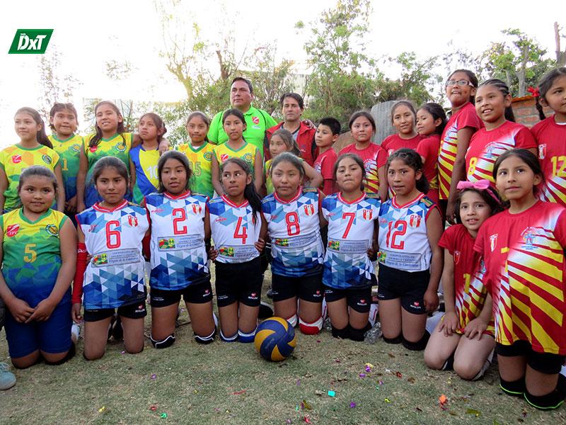 Las niñas de Mendel junto a las otras pequeñas que compitieron en Arequipa.