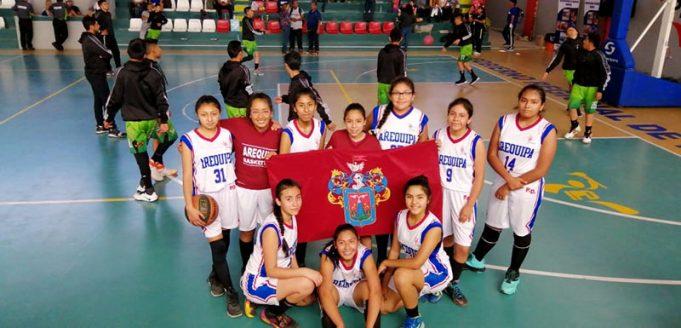 Las chicas del Colegio Padre Damián ganaron en básquet damas.