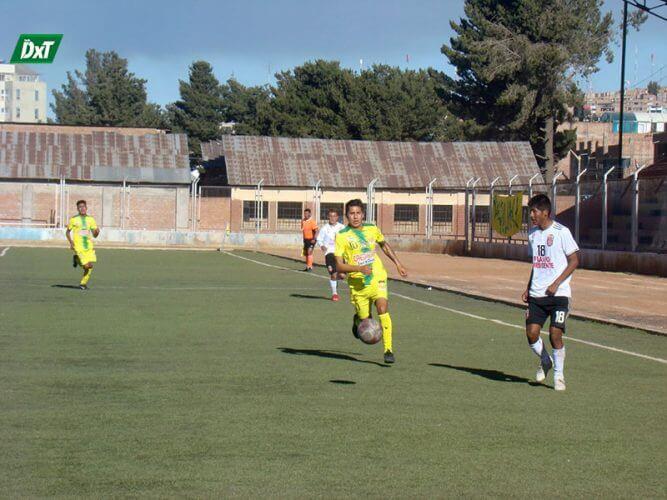 Arequipeño anotó doblete en victoria juliaqueña.