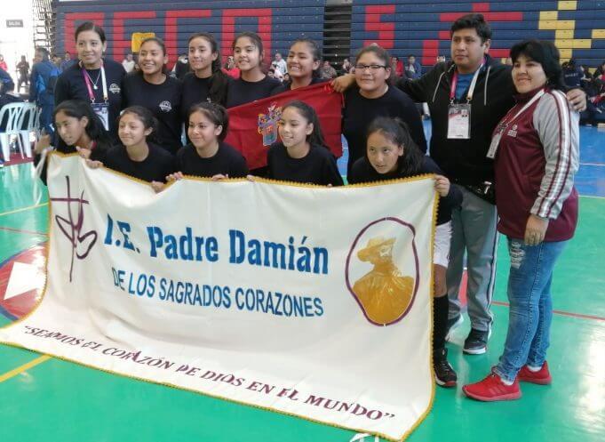 Padre Damián si hoy gana también clasifica al Sudamericano.
