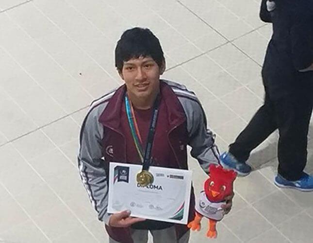 Karlo Casaverde logró oro en 100m libre.