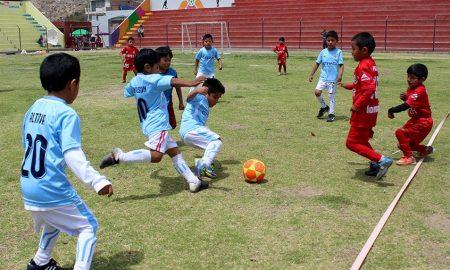 Fútbol de menores en Miraflores