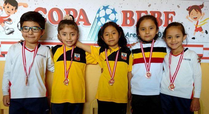 Los pequeños mostraron su felicidad cuando fueron premiados.