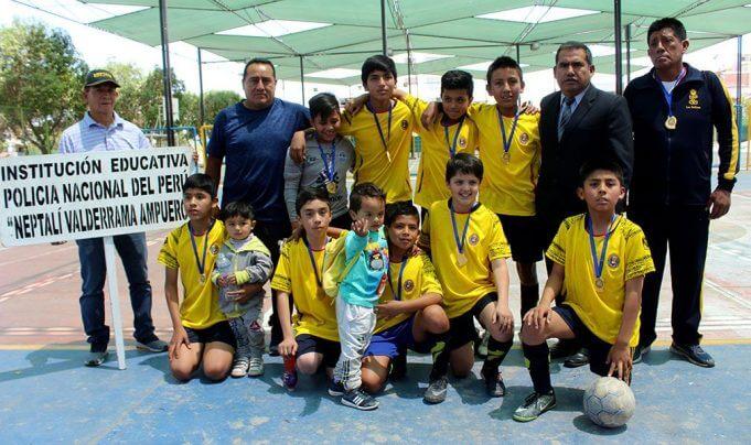 Neptalí Valderrama campeón de futsal varones, categoría 'A'.