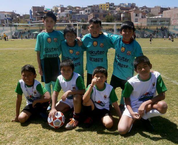 El equipo Escuela Municipal de Socabaya presente.