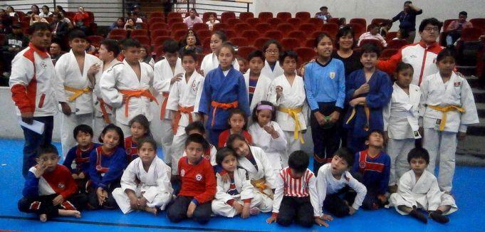 Pequeños de varios colegios que pertenecen al Shinzo Murayama.