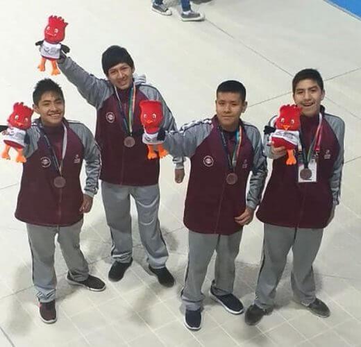Los tiburones arequipeños que consiguieron medallas.