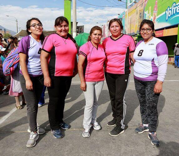 Las chicas de Abacería Arequipa son campeonas en vóley.