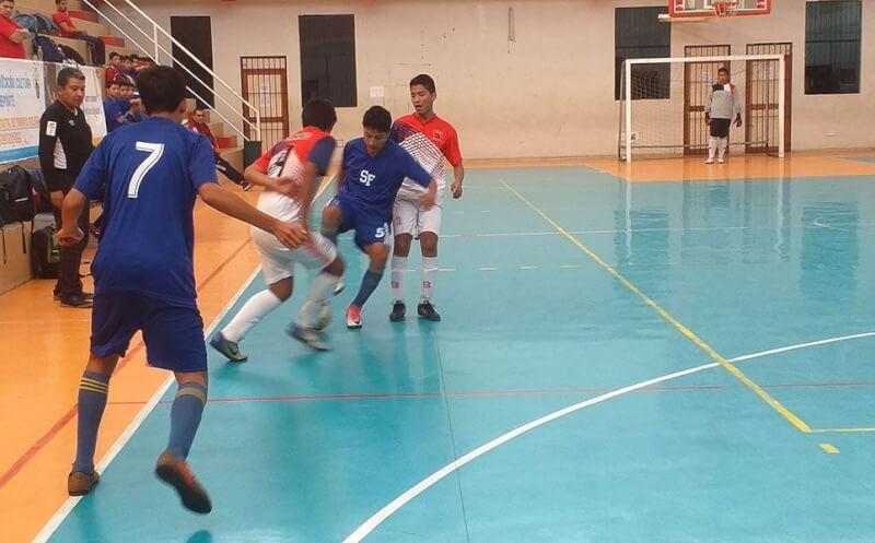 Semifinales de futsal varones se jugaron con garraSemifinales de futsal varones se jugaron con garra