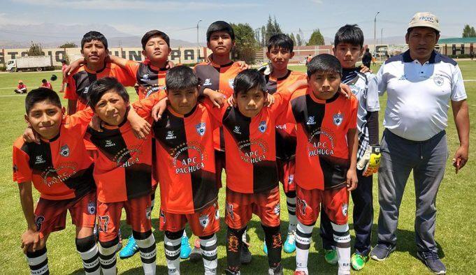 Los jugadores categoría sub-12 de la E.F Pachuca.