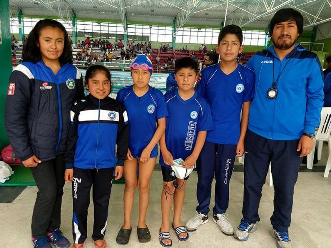 Los pequeños del Club de Natación América de Puno.