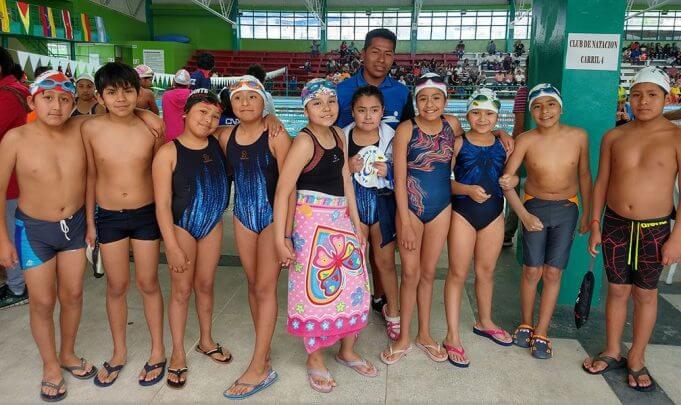 Los pequeños del Club de Natación Bustamante.