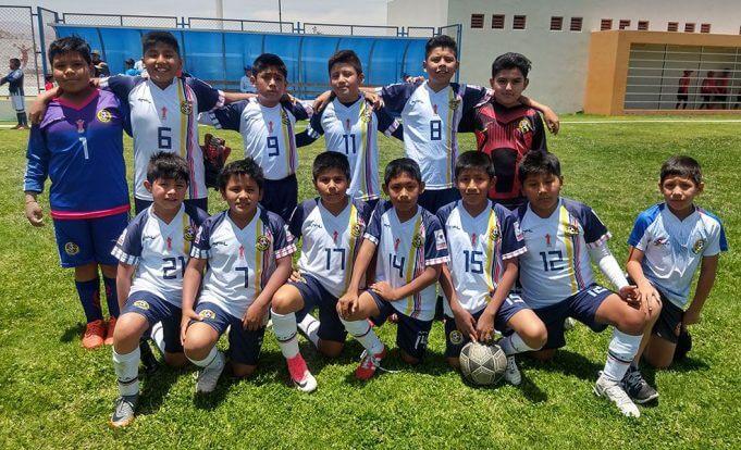 Los niños del Fusión Américas antes de su partido .
