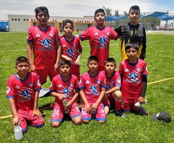 Los pequeños del Alcides Carrión después de su partido.