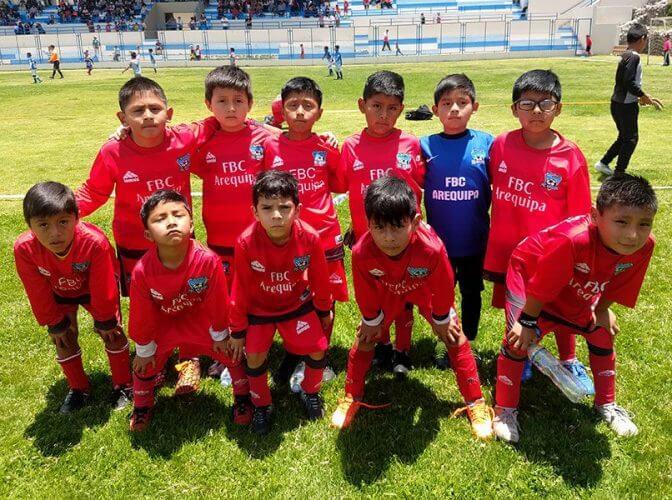 Todos los niños del FBC Arequipa sub-7.