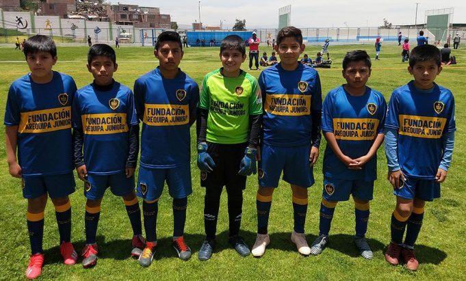 Los jugadores del Boca Arequipa sub-12