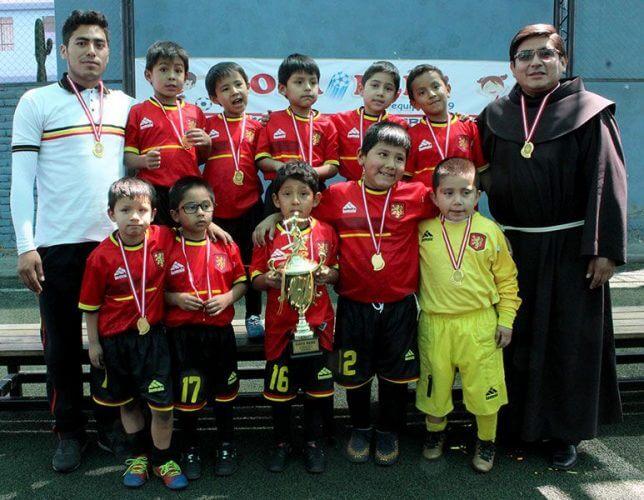 Colegio Santa Clara, los campeones de fulbito varones.