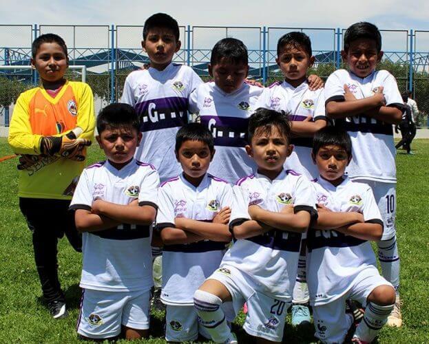 Todos los pequeños del Club Guerrero FC antes del partido.