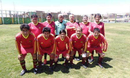 """Fútbol Súper Máster. Torneo de los """"tíos"""" en Paucarpata se juega en el estadio de Israel."""
