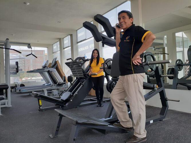Alta tecnología en las máquinas para los deportistas.
