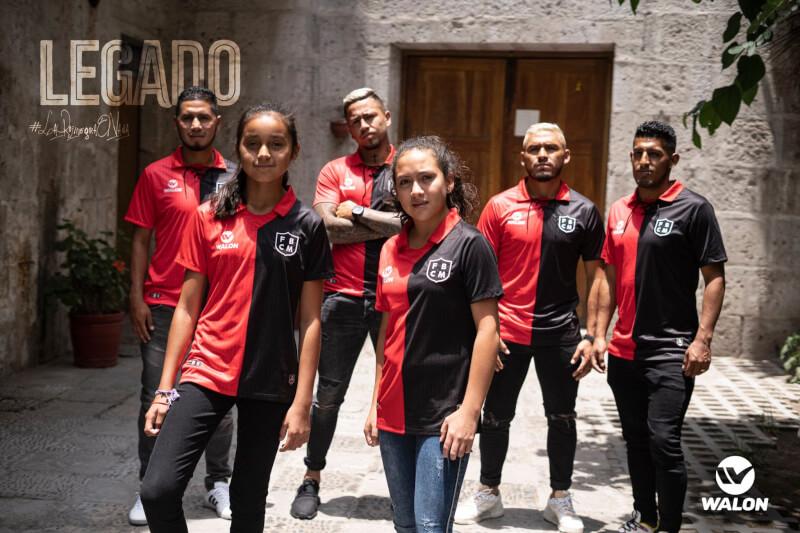 histórica. El Dominó presentó la camiseta que utilizará este año.
