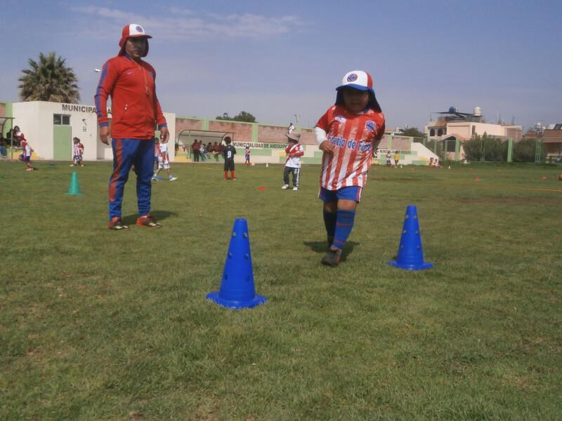 EDUCACIÓN EMOCIONAL. Psicólogo deportivo Franz Rivera sostiene que la práctica deportiva ayuda a manejar las frustraciones