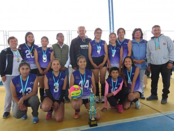 Sonrisas campeonó en la categoría vóley mayores.