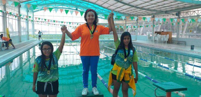 Deportistas recibieron medallas de primeros lugares.