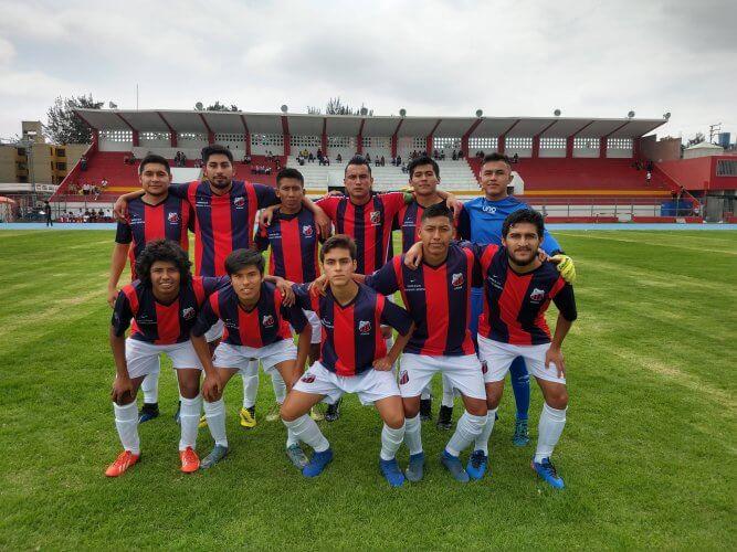 La oncena titular del Piérola Junior antes del partido.