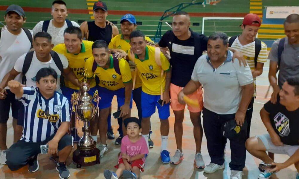 Los dignos representantes de Mariano Nicolás Valcárcel que consiguieron el título y ganaron S/ 11 mil soles.