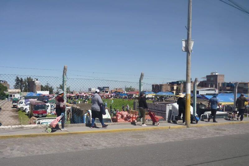 RECLAMO. Vecinos piden a alcalde de Mariano Melgar no descuidar mantenimiento de cancha Revolución Peruana